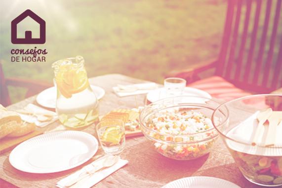 mesa de picnic para ilustrar las ventajas de usar un antimosquitos eléctrico portátil